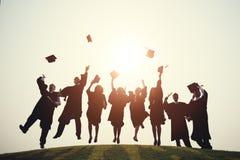 Concept réussi de degré d'école d'université d'obtention du diplôme photo libre de droits