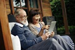 Concept riant de vacances de bonheur adulte de couples Photos libres de droits
