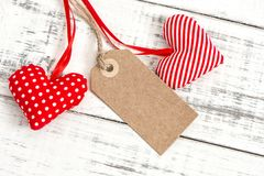 Concept rouge d'amour d'étiquette de papier de décoration de coeurs Photos libres de droits