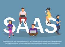 Concept SaaS, software als dienst Mannen en vrouwen het werk in de wolkensoftware op computers vector illustratie