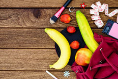 Concept sain de mode de vie de fruit de régime de femme - pommes, bananes Photo libre de droits