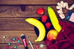 Concept sain de mode de vie de fruit de régime de femme - pommes, bananes Images libres de droits