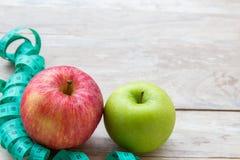 Concept sain de mode de vie avec des pommes Perte de poids ou concept de régime photographie stock