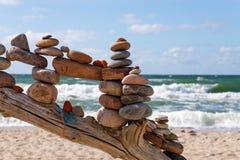 Concept saldo en harmonie De zomerrots Zen Stock Foto