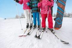 Concept skis op skiërsbenen en skistokken Royalty-vrije Stock Fotografie