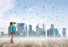 Concept sociaal draadloos verbinding en Internet-gebruik voor mededeling door kinderen Royalty-vrije Stock Foto's
