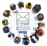 Concept social d'Internet de media de transmission de messages en ligne d'email photos libres de droits