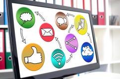 Concept social de media sur un écran d'ordinateur Photographie stock libre de droits