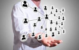 Concept social de réseau au-dessus d'une main humaine Photographie stock