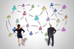 Concept social de réseau observé par des gens d'affaires Image stock