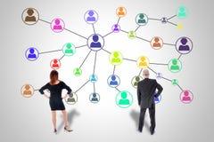 Concept social de réseau observé par des gens d'affaires Photos libres de droits