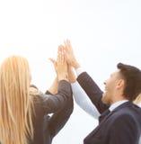 Concept succesvol groepswerk - vriendschappelijk commercieel team Stock Foto's