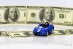 Concept: toenemende prijzen van brandstof en benzine voor het van brandstof voorzien van voertuigen royalty-vrije stock fotografie