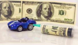 Concept: toenemende prijzen van brandstof en benzine voor het van brandstof voorzien van voertuigen royalty-vrije stock foto's