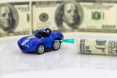 Concept: toenemende prijzen van brandstof en benzine voor het van brandstof voorzien van voertuigen royalty-vrije stock afbeeldingen