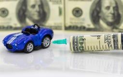 Concept: toenemende prijzen van brandstof en benzine voor het van brandstof voorzien van voertuigen stock foto