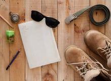 Concept toujours de photographie d'art de la vie avec des bottes, vieux watc de carnet photographie stock libre de droits