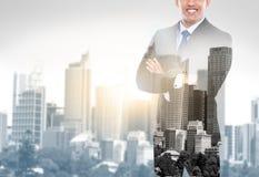 Concept van de bedrijfsmensen het dubbele blootstelling in de stad Royalty-vrije Stock Afbeeldingen