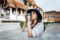 Concept van de de Recreatiestad van het camera het Toevallige Aziatische Behoren tot een bepaald ras Royalty-vrije Stock Foto's