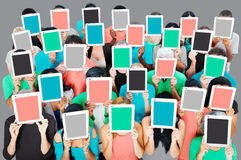Concept van de het Voorzien van een netwerktechnologie van de groeps Mensen het Digitale Tablet Stock Afbeelding