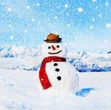 Concept van de Kerstmisviering van het sneeuwman het in openlucht Witte Landschap Stock Afbeeldingen