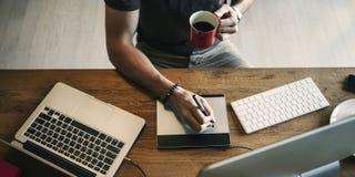 Concept van Editing Home Office van de mensen het Bezige Fotograaf royalty-vrije stock fotografie