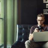 Concept van Editing Home Office van de mensen het Bezige Fotograaf Royalty-vrije Stock Afbeeldingen