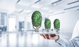Concept van het Eco het groene die milieu door boom als het werk mecha wordt voorgesteld Royalty-vrije Stock Afbeelding
