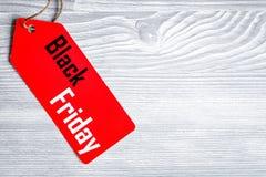 Concept vendredi noir sur la vue supérieure de fond en bois image libre de droits