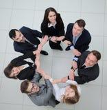 Concept vennootschap bedrijfsmensen die zich in een cirkel bevinden Royalty-vrije Stock Afbeelding