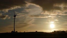 Concept vert d'énergie - turbine de vent 4K banque de vidéos