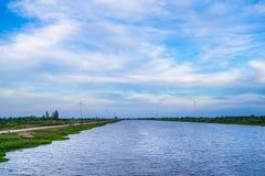 Concept vert de technologie G?n?rateurs de vent dans le domaine chez Hua Sai District, Nakhon SI Thammarat Province, Tha?lande image libre de droits