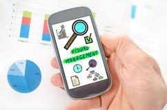 Concept visuel de gestion sur un smartphone photos stock
