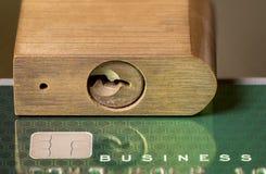 Concept voor kredietslot of vorst die hangslot met behulp van Royalty-vrije Stock Foto