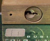 Concept voor kredietslot of vorst die hangslot met behulp van Stock Fotografie