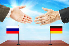 Concept vriendschappelijke besprekingen tussen Rusland en Duitsland stock afbeeldingen