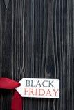 Concepten zwarte vrijdag op donkere houten hoogste mening als achtergrond Royalty-vrije Stock Foto's