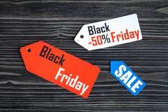 Concepten zwarte vrijdag op donkere houten hoogste mening als achtergrond Stock Fotografie