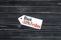 Concepten zwarte vrijdag op donkere houten hoogste mening als achtergrond Royalty-vrije Stock Afbeeldingen