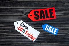 Concepten zwarte vrijdag op donkere houten hoogste mening als achtergrond Royalty-vrije Stock Foto