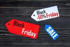 Concepten zwarte vrijdag op donkere houten hoogste mening als achtergrond Stock Afbeelding