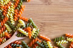 Conceptenfoto in de keuken; macaroni royalty-vrije stock foto