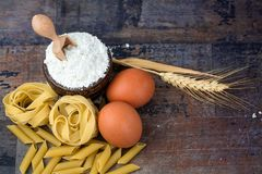 Conceptenfoto in de keuken; macaroni stock foto's