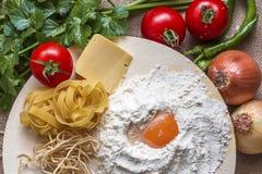Conceptenfoto in de keuken; macaroni stock afbeelding