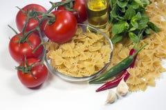 Conceptenfoto in de keuken; macaroni royalty-vrije stock afbeelding