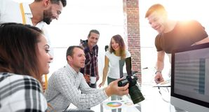 Concepteur au travail Échantillons d'échantillon de couleur Photo libre de droits