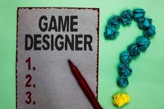 Concepteur de jeu d'écriture des textes d'écriture Papier gris Scripting mars de graphiques des consoles de programmeurs de pixel images libres de droits
