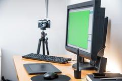 Concepteur de photo, photos retouchantes, espace de travail de photo Images libres de droits
