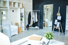 Conception à la mode et espace de travail de studio Images libres de droits