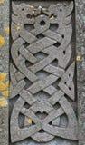 Conception celtique de dragons découpée vieille par pierre Image stock